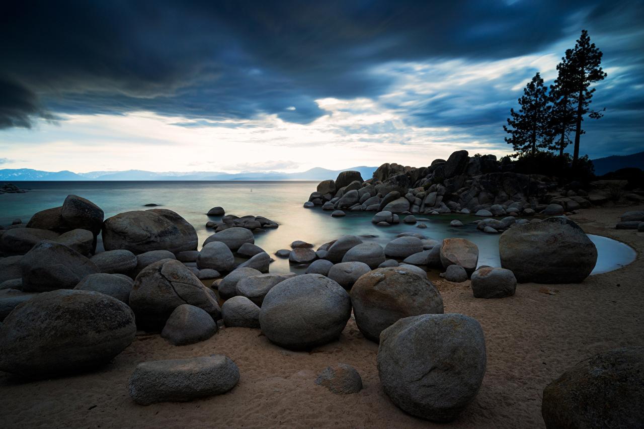 Фотографии америка Sierra Nevada, Lake Tahoe Природа Озеро Камень Облака США штаты Камни облако облачно