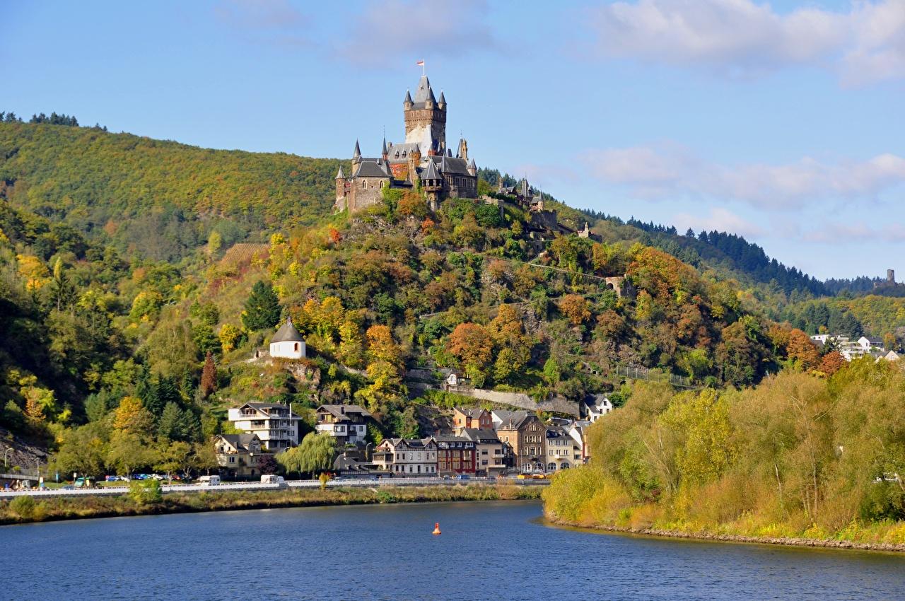 Фотографии Кохем Германия river Moselle, Reichsburg castle Замки Осень Холмы река город замок осенние холм холмов Реки речка Города
