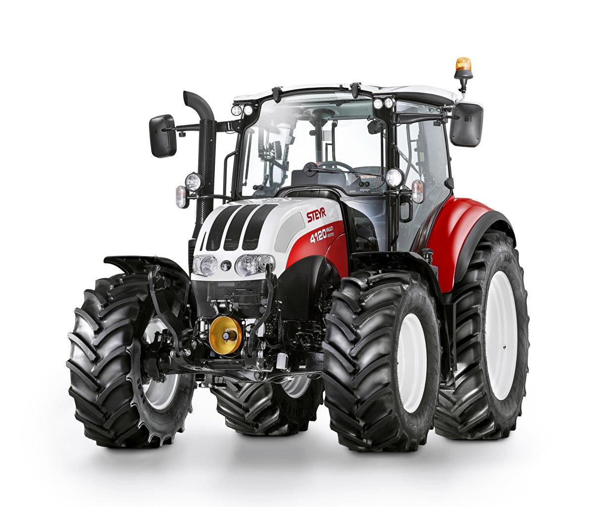 Фотография Трактор Steyr 4120 Multi Спереди белым фоном трактора тракторы Белый фон белом фоне