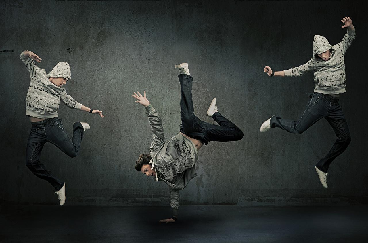 Обои Мужчины Танцы Ноги Прыжок Руки Трое 3 Танцует втроем