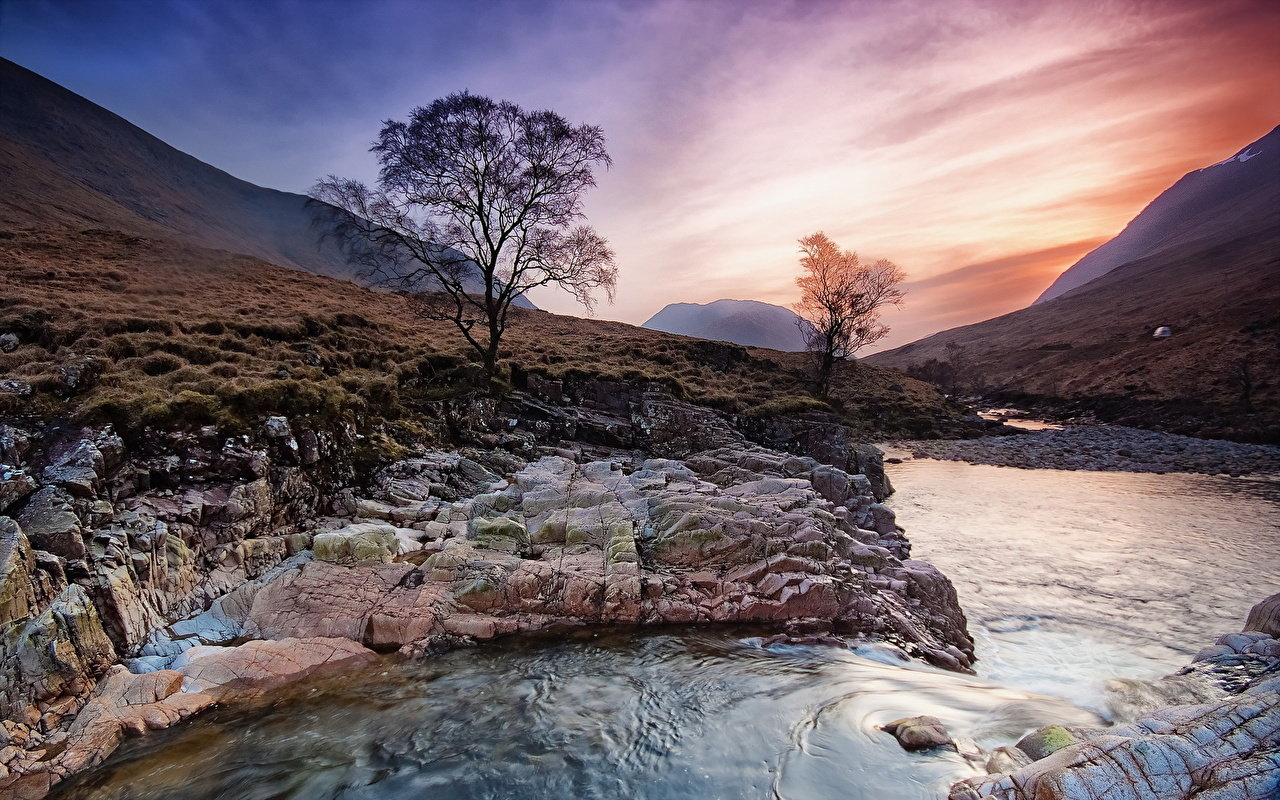 Картинки Шотландия Природа Небо рассвет и закат речка дерево Рассветы и закаты Реки река дерева Деревья деревьев