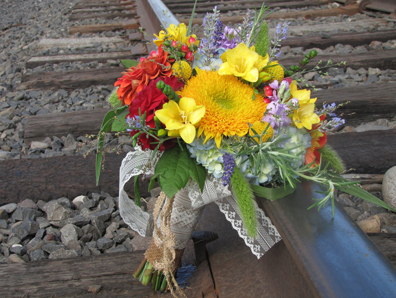 Обои для рабочего стола Букеты Фрезия цветок Маттиола Гортензия букет Цветы Левкой