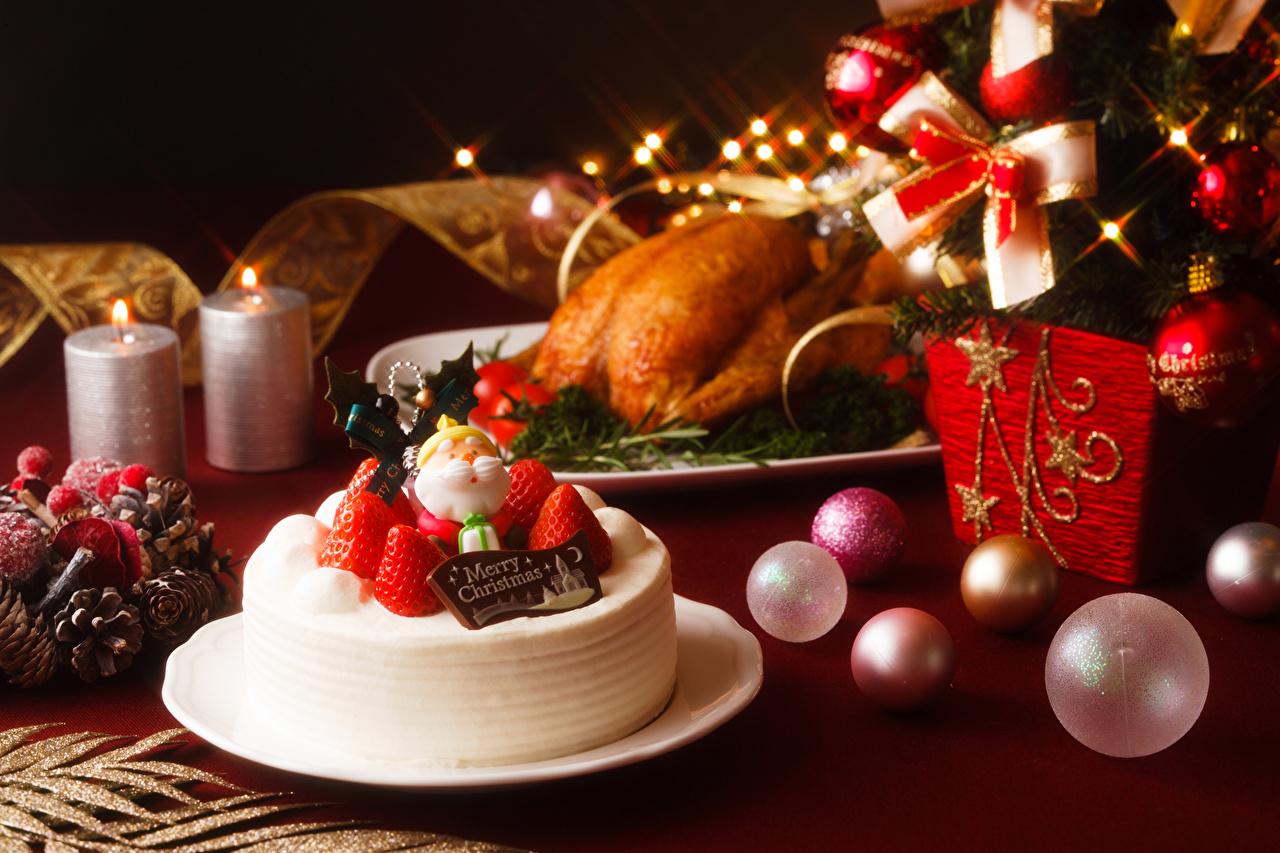 Фото Рождество Торты Клубника Пища Шарики Тарелка Дизайн Новый год Шар Еда Продукты питания