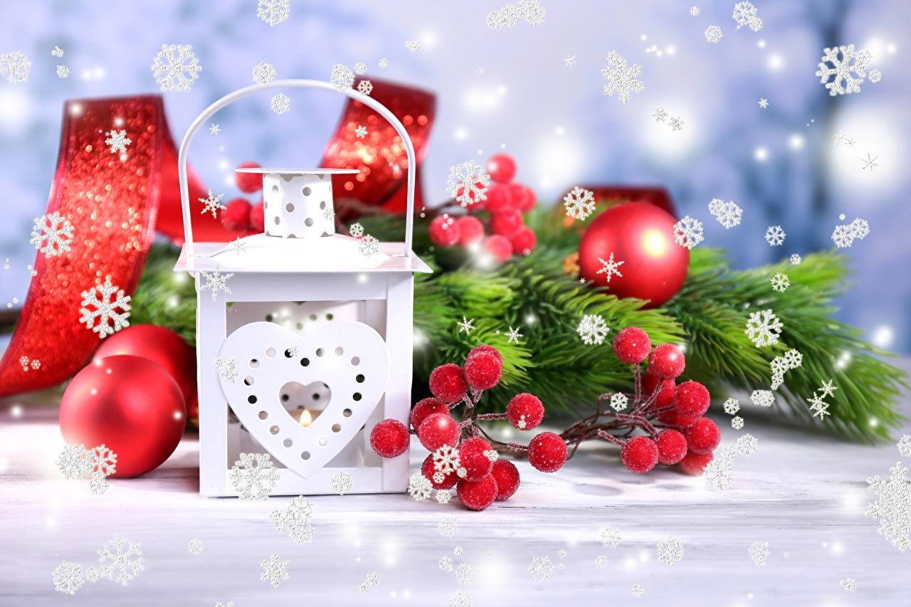 Обои Рождество сердечко Снежинки Лампа ветвь Шарики Новый год Сердце Шар Ветки