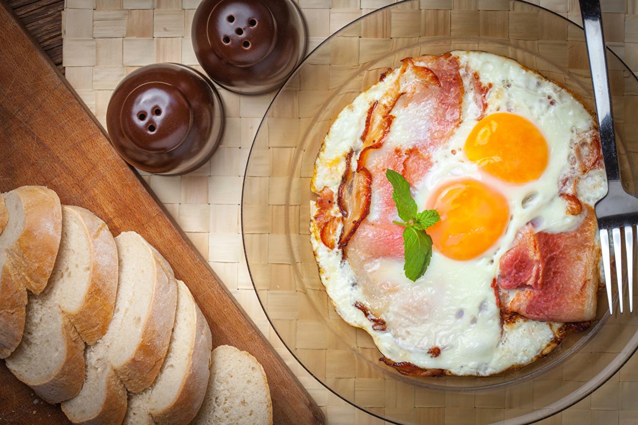 Фото Яичница Завтрак Хлеб Еда Тарелка Мясные продукты Пища Продукты питания