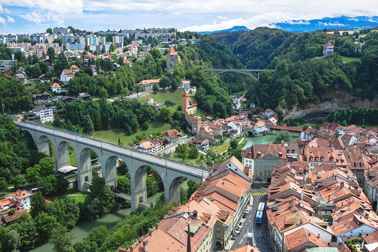 Картинка Швейцария Fribourg краши Мосты Реки Сверху город Здания мост крыше Крыша река речка Дома Города