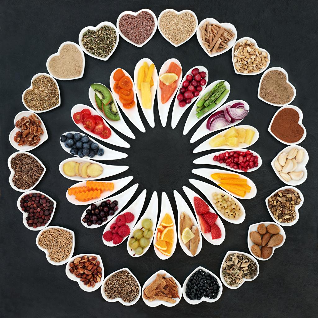 Фотография сердечко Еда Овощи Ягоды Специи Фрукты Орехи Серый фон Сердце Пища пряности приправы Продукты питания