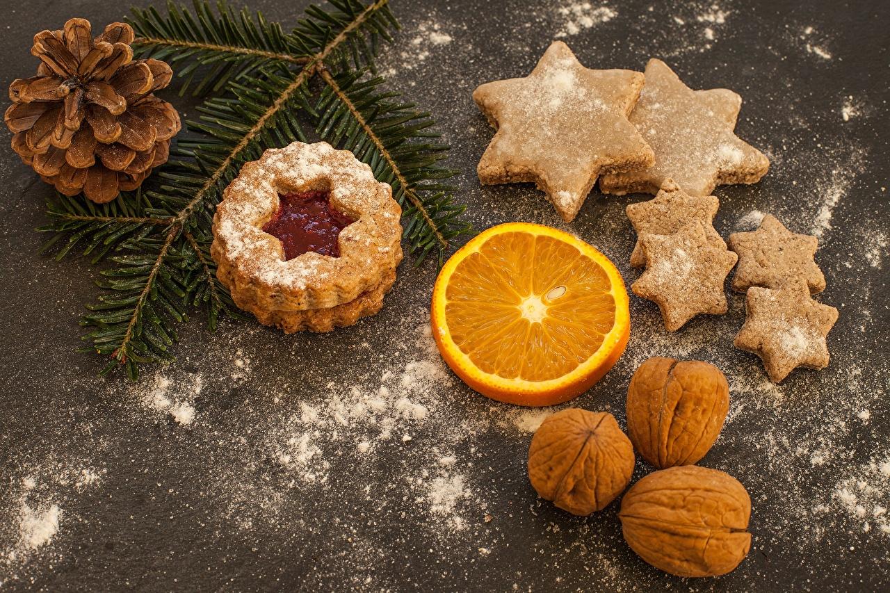 Фотографии Пища Новый год шишка Сахарная пудра Печенье на ветке Звездочки Грецкий орех Орехи Еда Продукты питания Рождество Шишки Ветки ветка ветвь