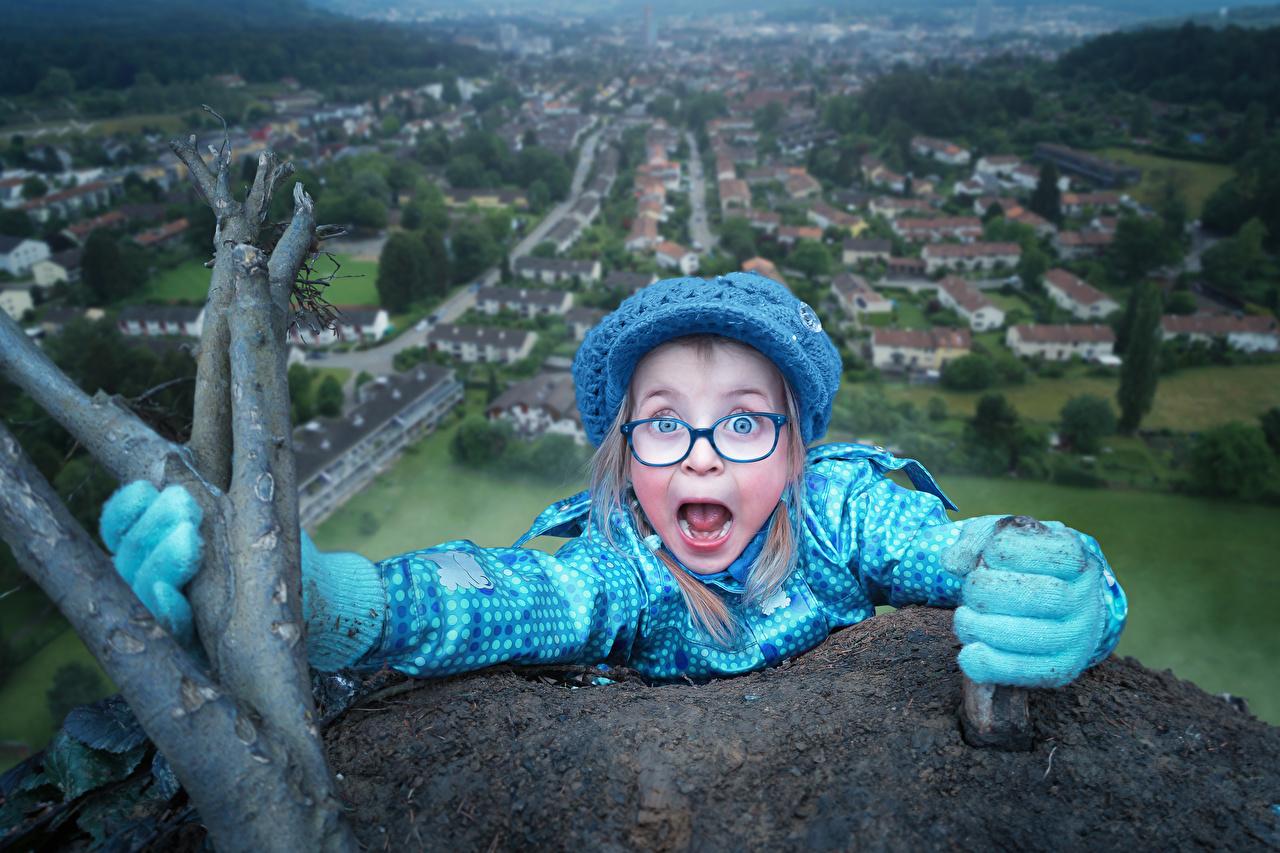 Фото Девочки ребёнок Шапки Голубой очков девочка Дети шапка в шапке голубая голубые голубых Очки очках
