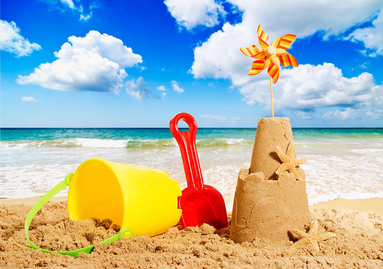 Фотография Пляж Море Небо Песок игрушка облачно Крупным планом пляжа пляже пляжи песка песке Облака вблизи облако Игрушки