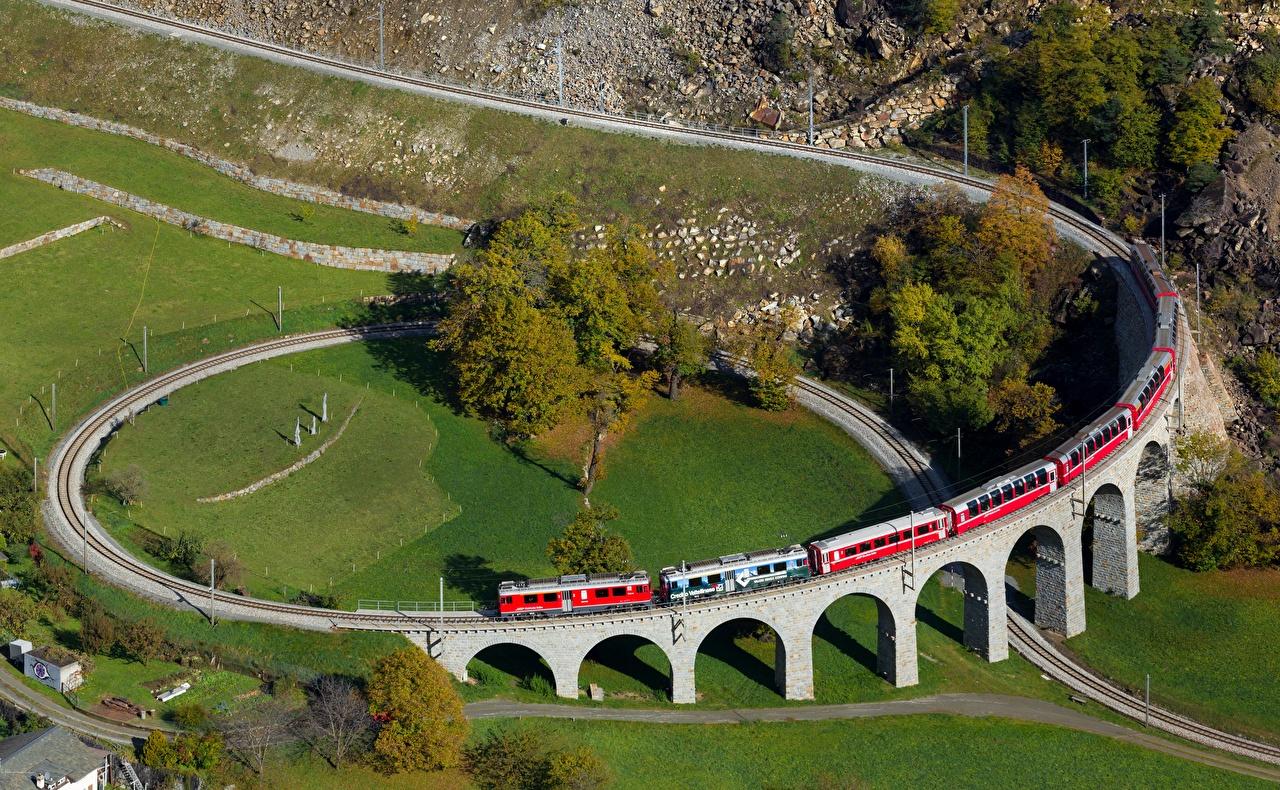 Картинки Швейцария Brusio spiral viaduct Природа Поезда Железные дороги