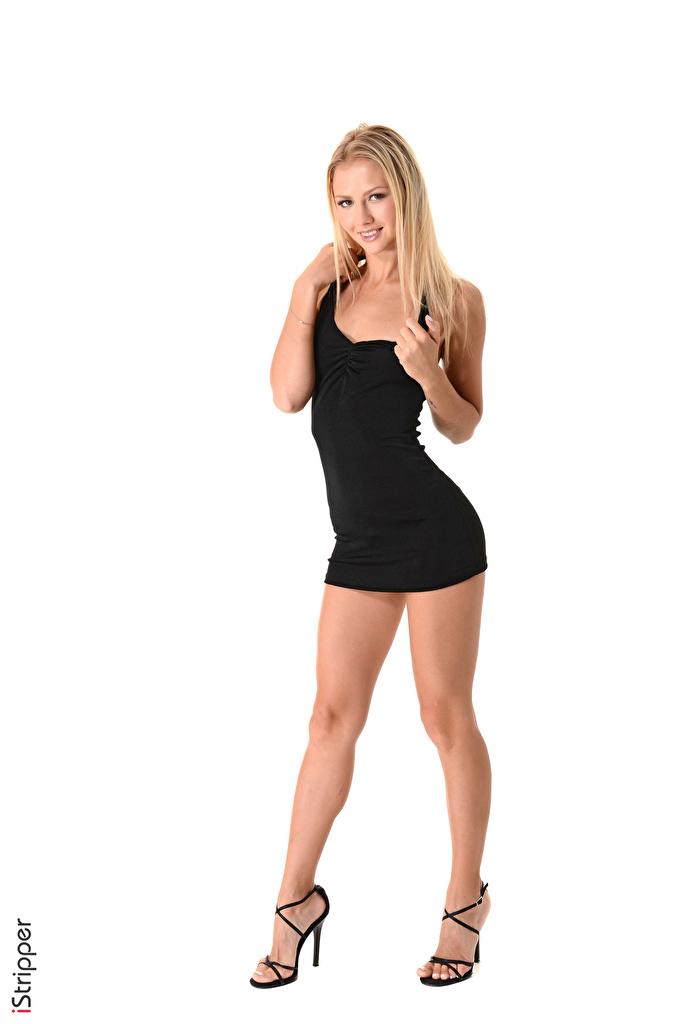 Обои для рабочего стола блондинок улыбается iStripper Kristina Девушки Ноги Руки белом фоне Платье туфлях  для мобильного телефона блондинки Блондинка Улыбка девушка молодая женщина молодые женщины ног рука Белый фон белым фоном платья Туфли туфель