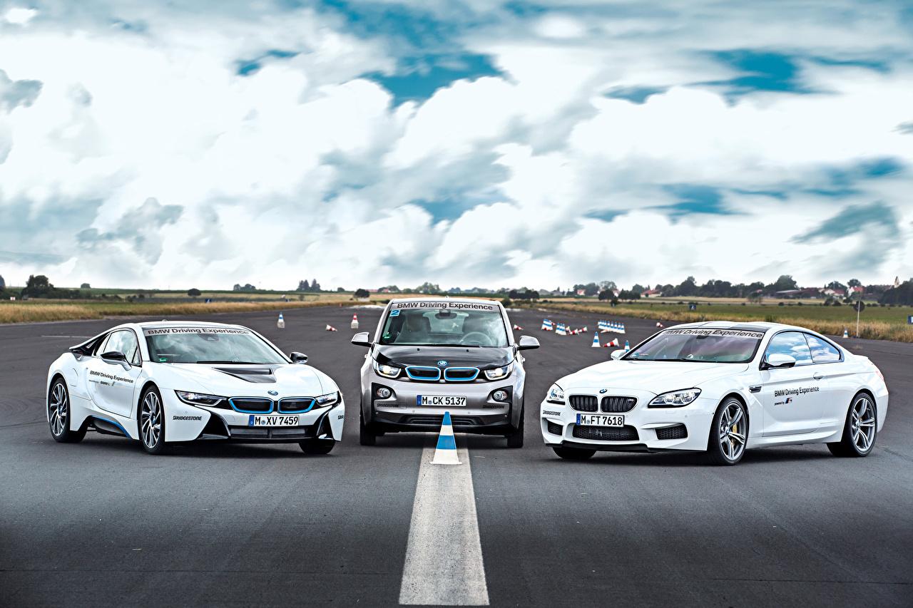 Картинки BMW белая Трое 3 машина БМВ белых белые Белый три авто втроем машины автомобиль Автомобили
