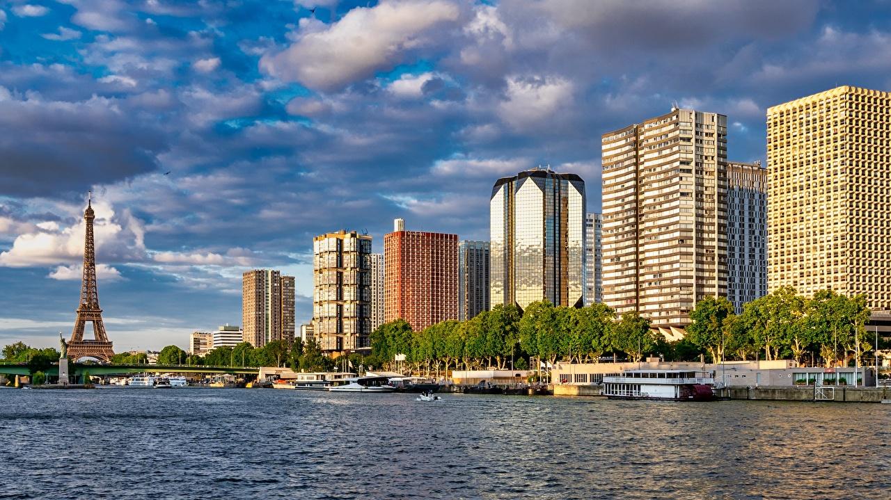 Обои для рабочего стола Париж Эйфелева башня Франция Seine Мосты Речные суда река Города Здания париже мост Реки речка Дома город