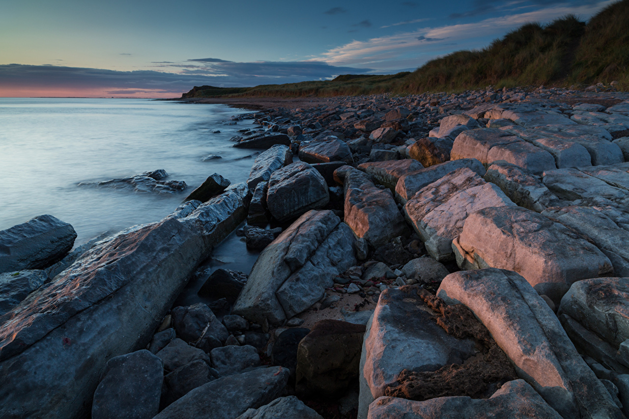Картинка Море Горы Природа берег Камень гора Камни Побережье