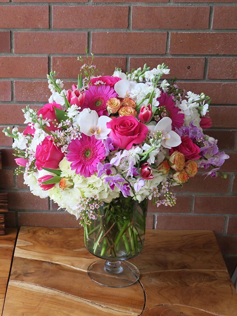 Фото Букеты Розы орхидея гербера цветок Левкой вазы стене  для мобильного телефона букет роза Орхидеи Герберы Цветы Маттиола Ваза вазе Стена стены стенка