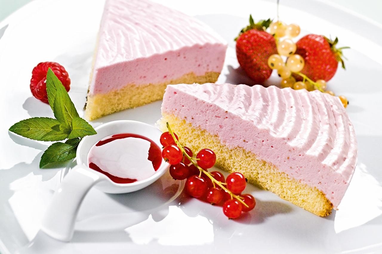 Фотография Торты Еда тарелке Пирожное Сладости Пища Тарелка Продукты питания сладкая еда