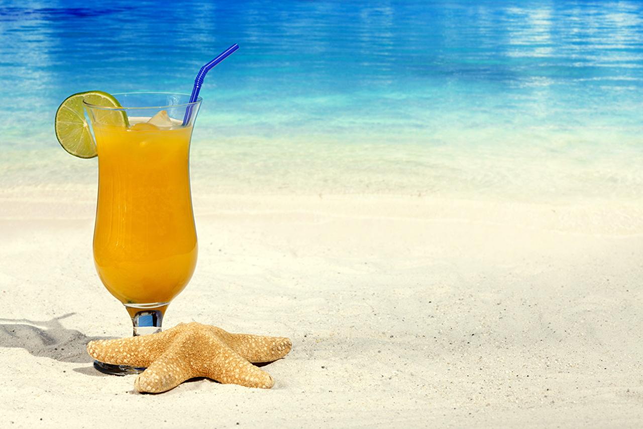 Фотография Сок Песок Еда Бокалы напиток песка песке Пища бокал Продукты питания Напитки