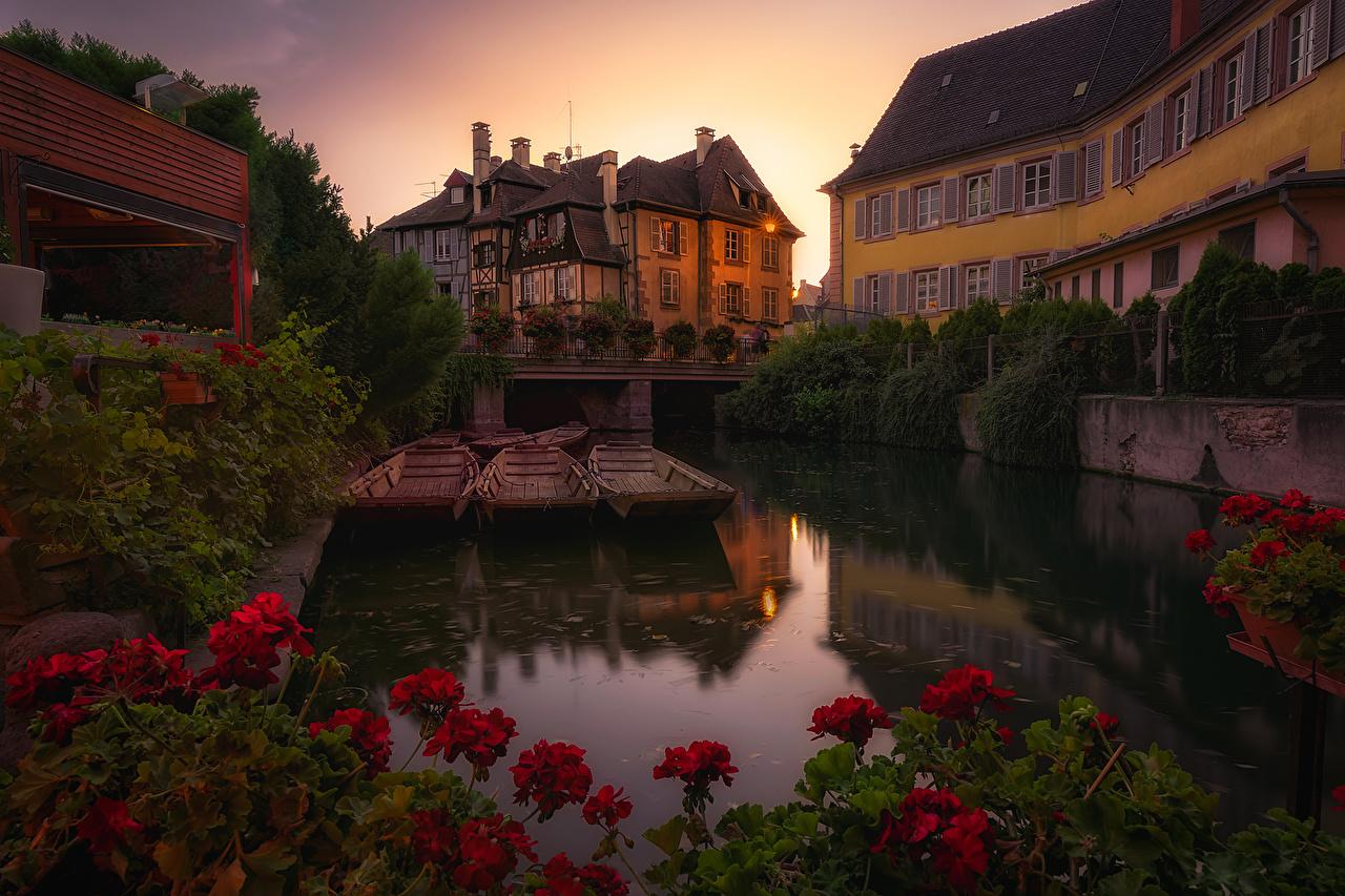 Обои Франция Colmar Водный канал Бегония Вечер Пристань Дома Города Пирсы Причалы город Здания