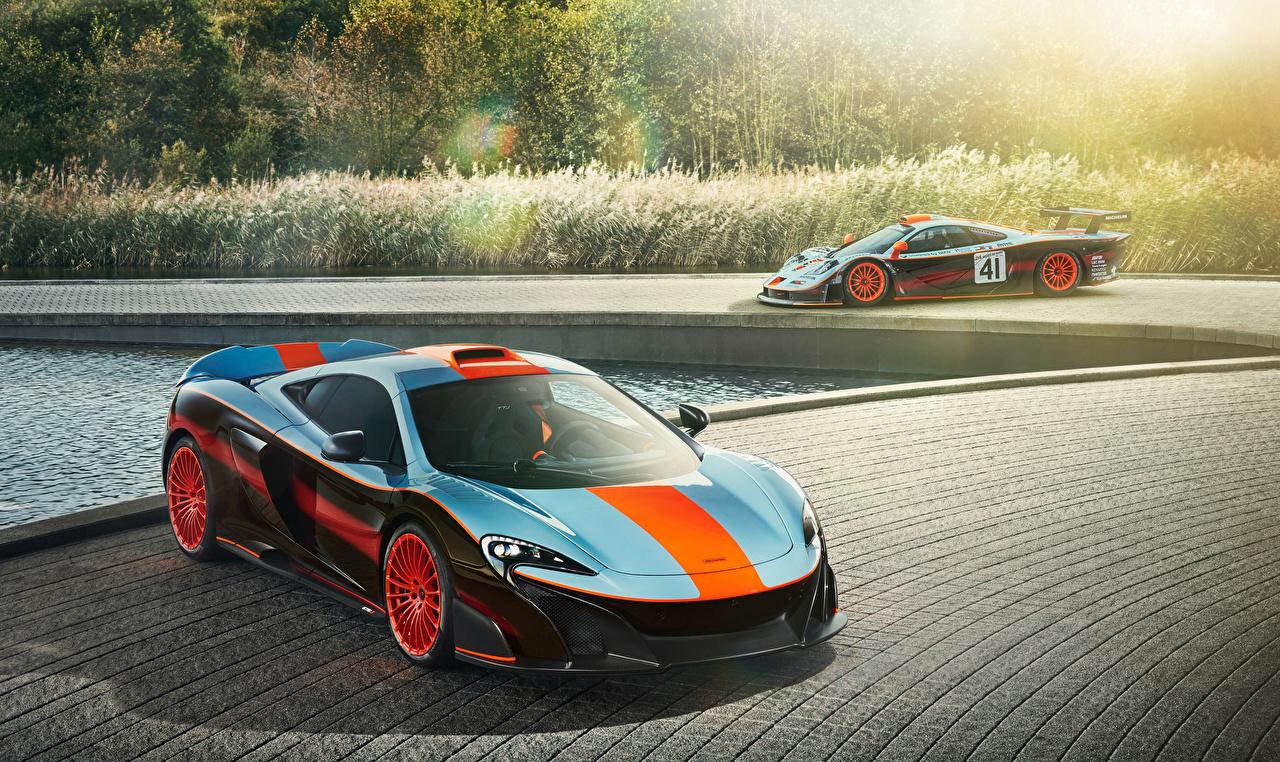 Фотография 2018 F1, McLaren MSO 675LT Gulf Racing Theme Двое машина Макларен 2 два две вдвоем авто машины автомобиль Автомобили