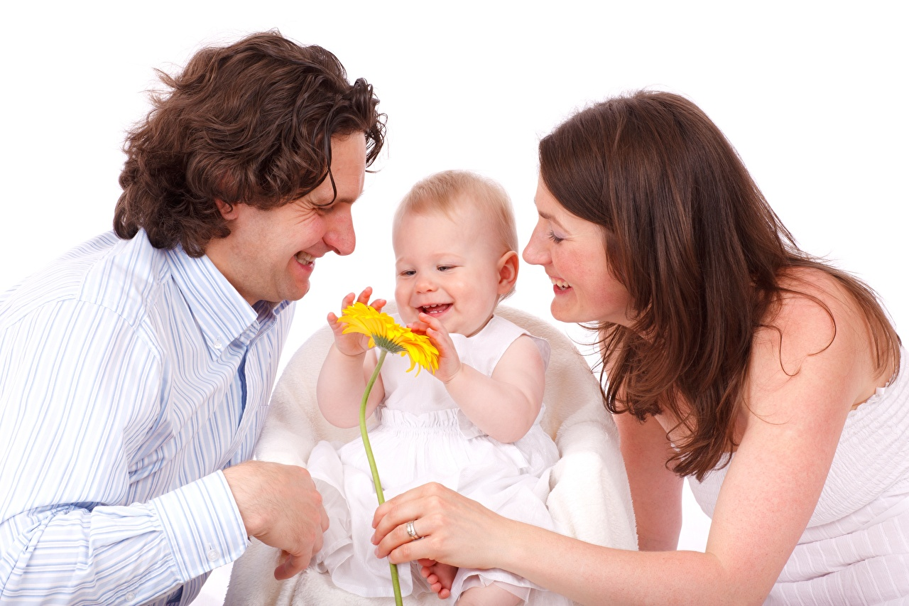 Картинки младенец Шатенка Мужчины счастливый ребёнок Девушки Трое 3 младенца Младенцы грудной ребёнок шатенки Радость счастье радостная радостный счастливые счастливая Дети девушка молодые женщины молодая женщина три втроем
