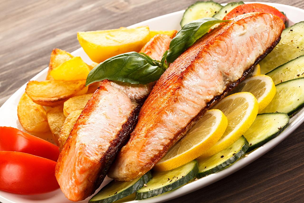 Фотографии Огурцы Рыба Лимоны Еда Морепродукты Пища Продукты питания