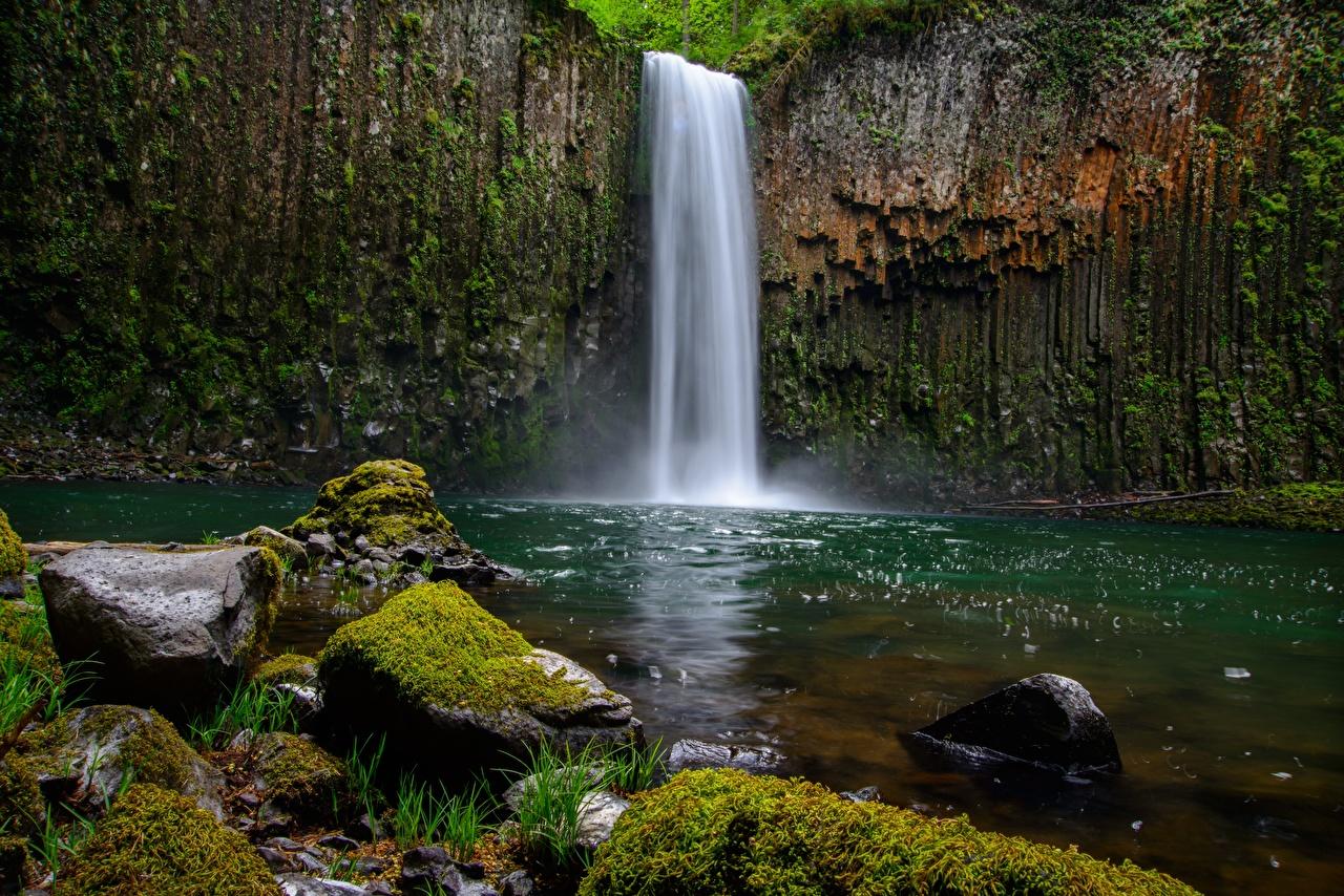 Картинки Скала Природа Водопады Мох Камень Утес Камни