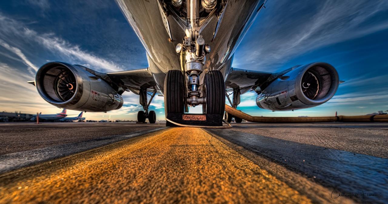 Обои для рабочего стола Самолеты Турбина Вид снизу HDR Колесо Авиация HDRI колеса