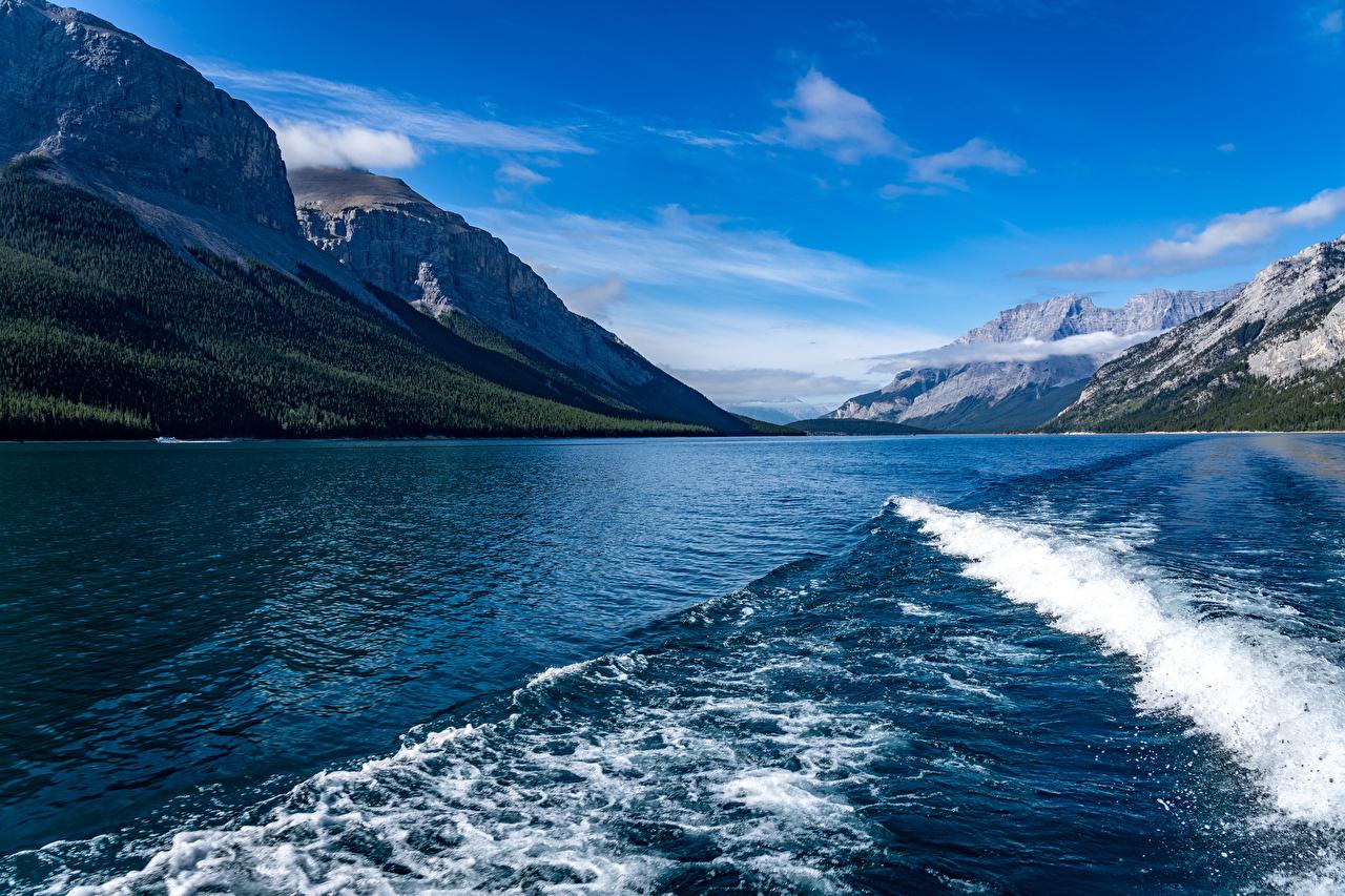 Картинки Канада Lake Minnewanka Горы Природа Волны Озеро гора