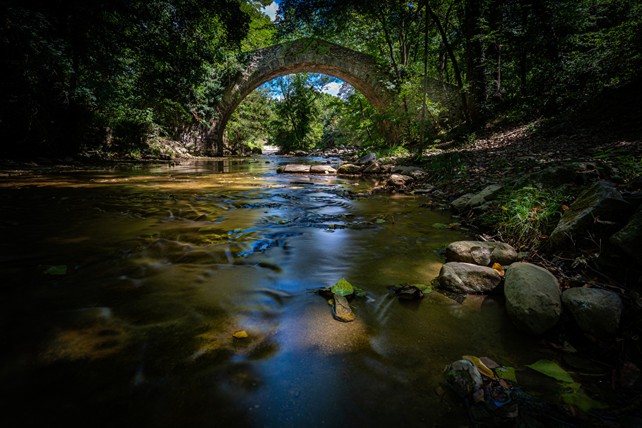 Обои для рабочего стола Мосты Природа лес Реки Камни мост Леса река речка Камень