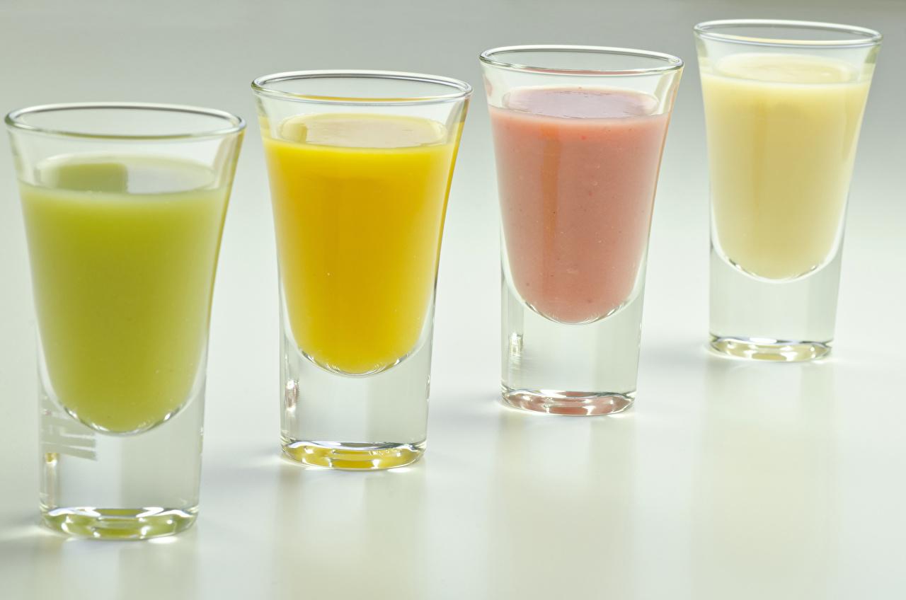 Фотографии Еда Рюмка Четыре 4 Коктейль Серый фон Пища Продукты питания рюмки сером фоне