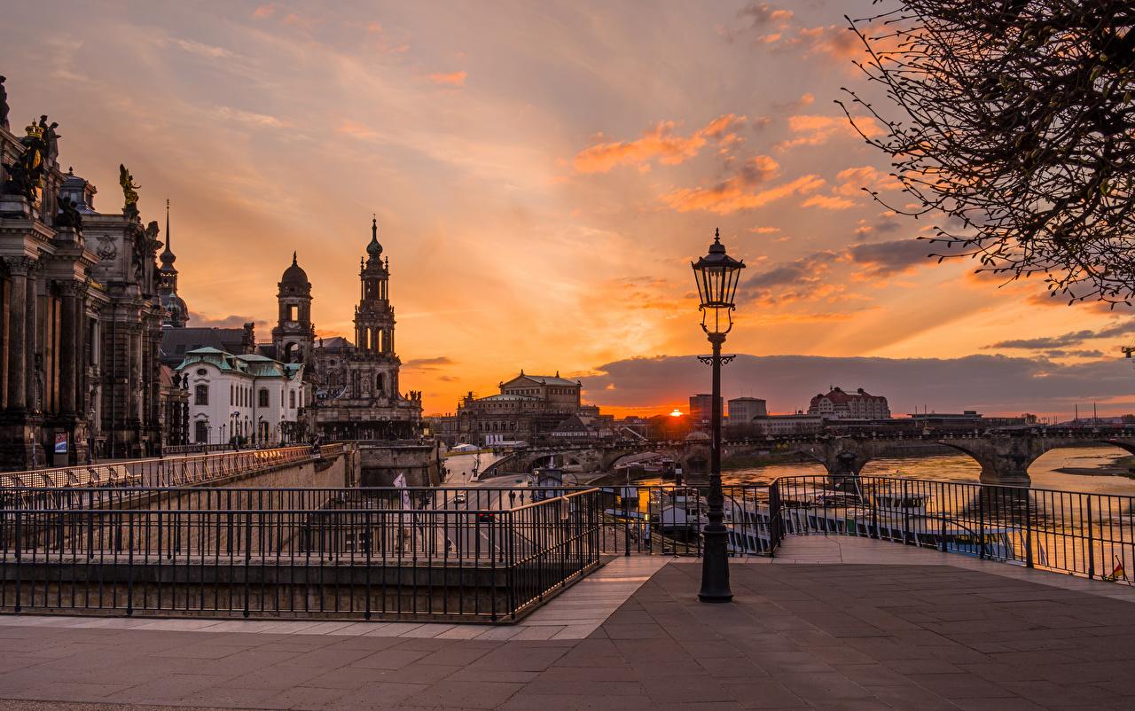 Фотографии Дрезден Германия Мосты Реки Вечер Уличные фонари Дома город мост река речка Здания Города