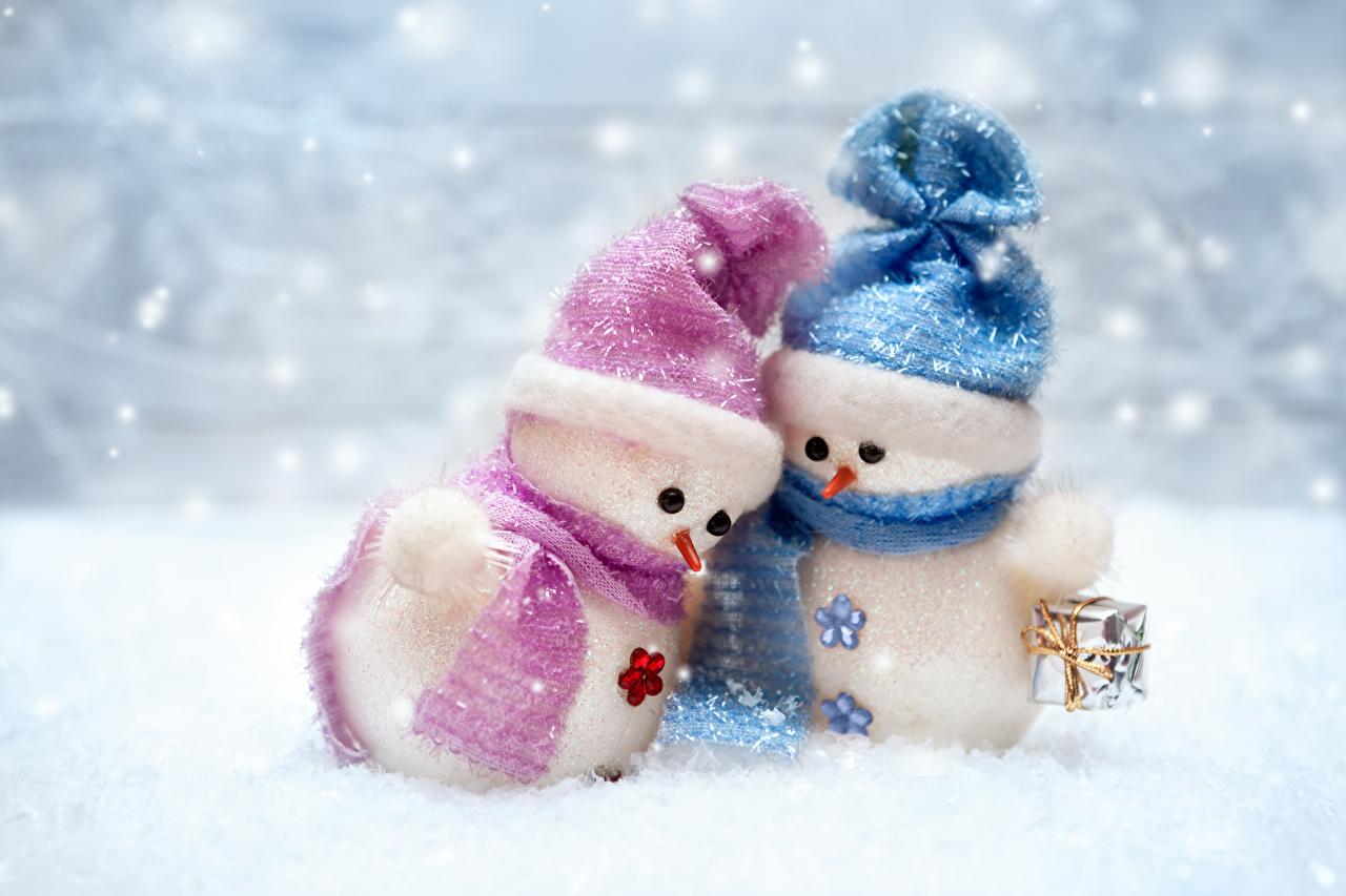 Фото Новый год Шарф 2 Шапки зимние Подарки Снеговики Рождество Зима Двое вдвоем