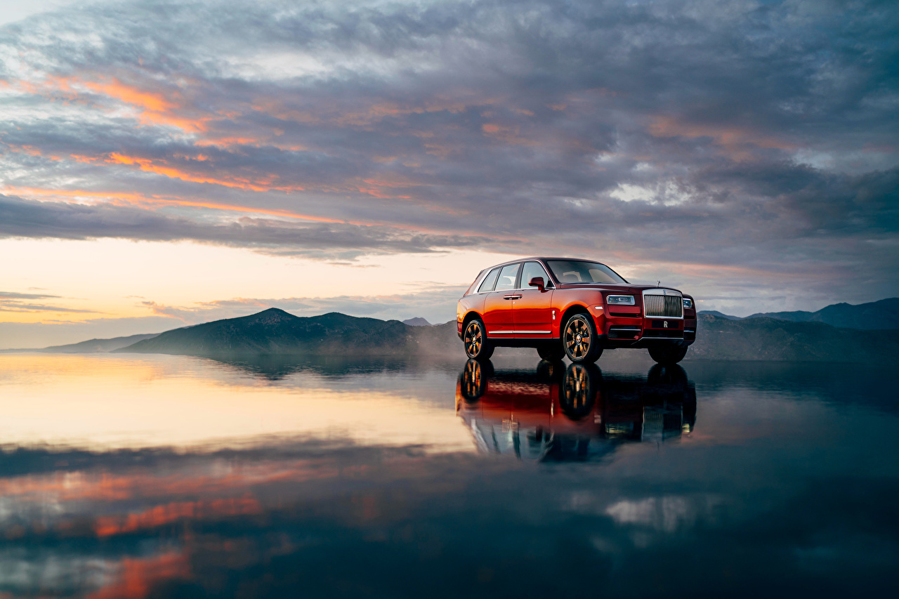 Картинки Rolls-Royce 2018 Cullinan Worldwide Красный Автомобили Роллс ройс Авто Машины