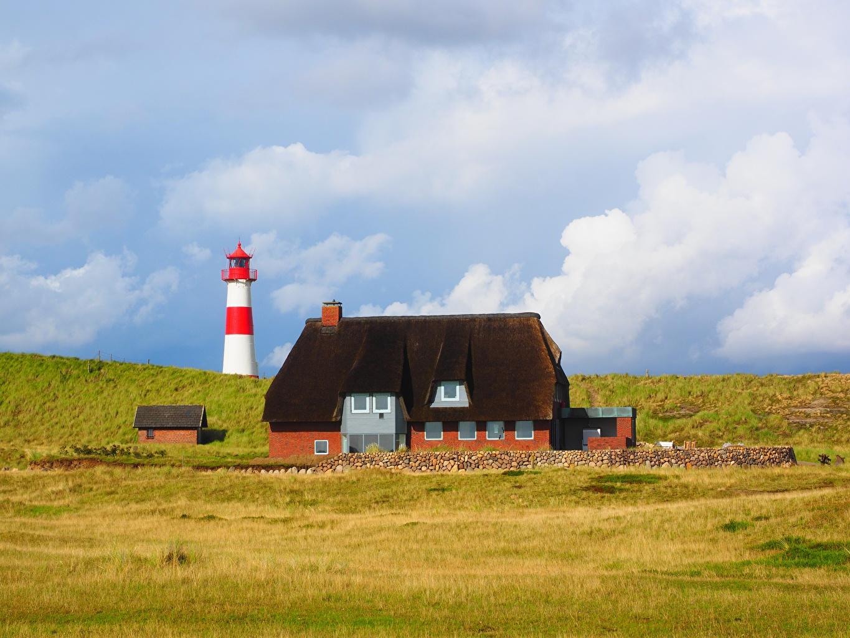 Фотографии Германия List-Ost Beacon, island Sylt маяк Природа траве Здания Маяки Трава Дома