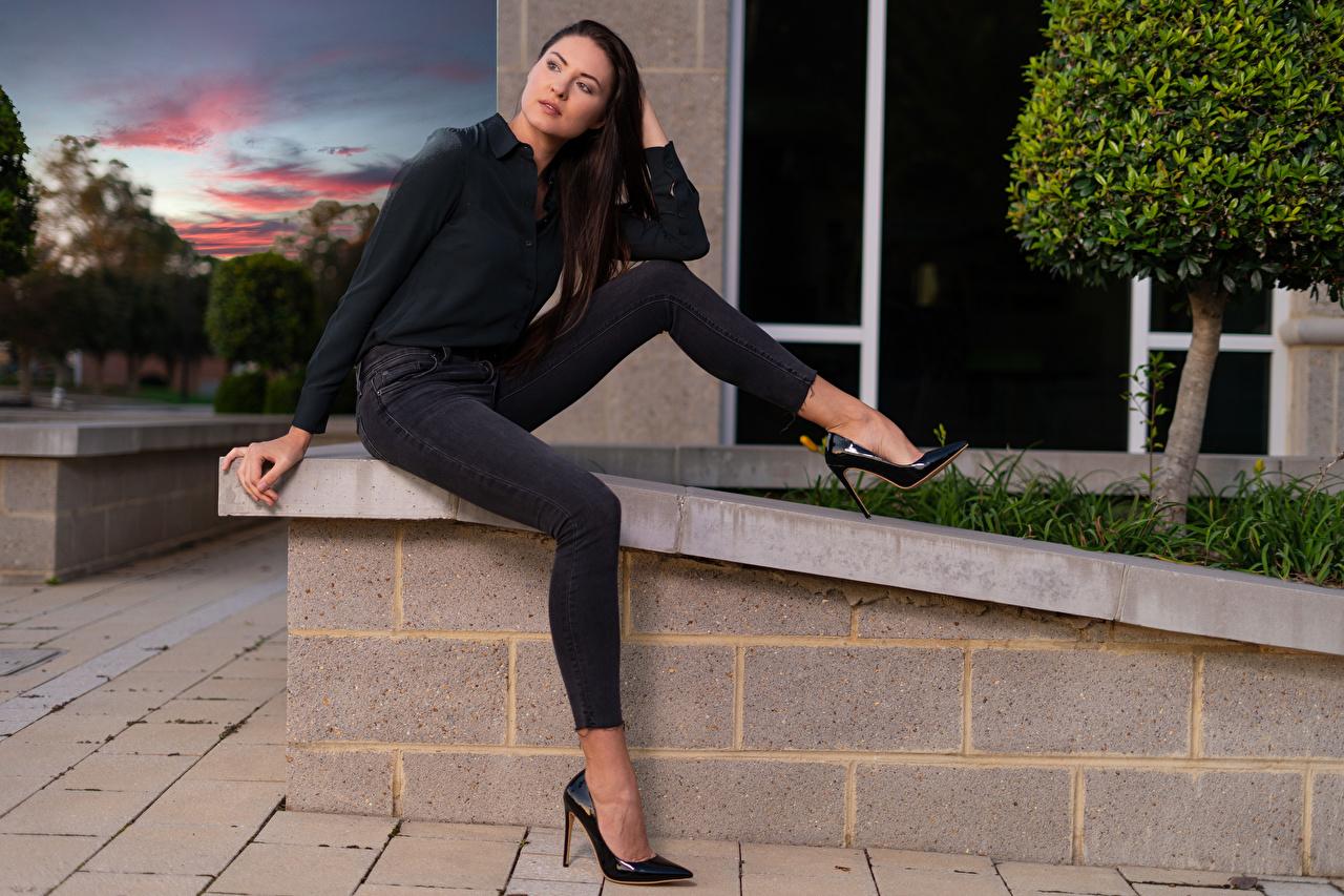 Картинки Девушки Natalia Larioshina сидя джинсов смотрит Поза Ноги Модель Рубашка девушка молодая женщина молодые женщины Сидит сидящие Джинсы Взгляд смотрят ног позирует фотомодель рубашке рубашки