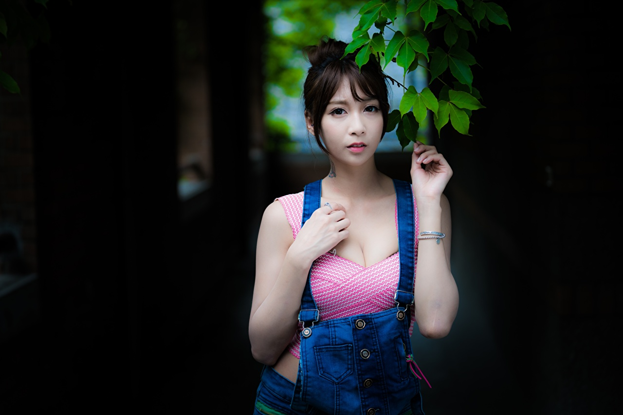 Фотографии брюнетки молодая женщина Азиаты Руки Брюнетка брюнеток девушка Девушки молодые женщины азиатки азиатка рука