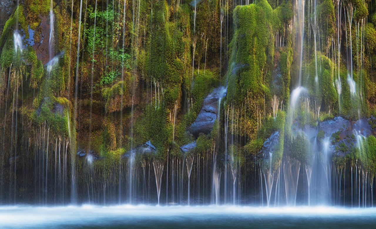 Картинки калифорнии США Mossbrae falls Скала Природа Водопады Мох Калифорния штаты Утес скалы скале мха мхом