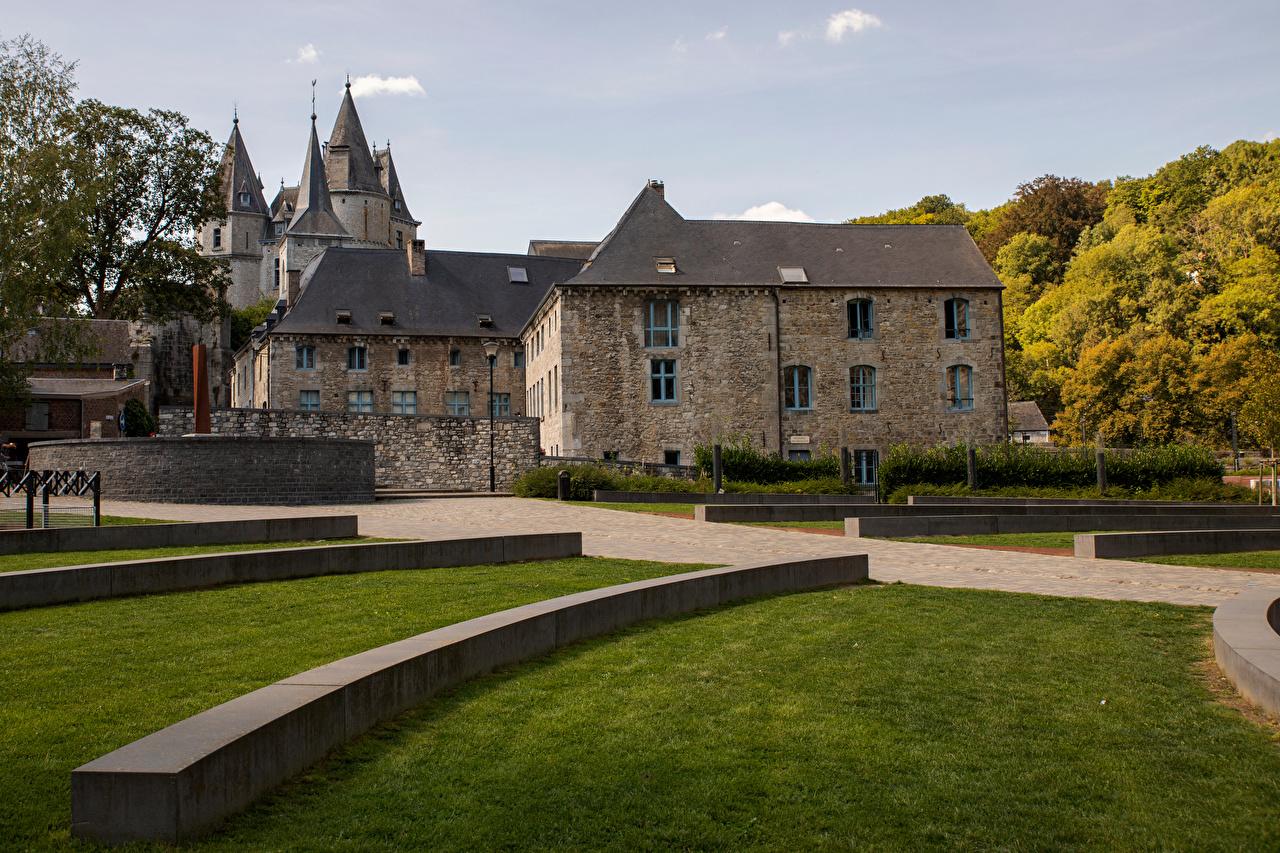 Фотография Бельгия Durbuy замок газоне дерево Города Замки Газон город дерева Деревья деревьев