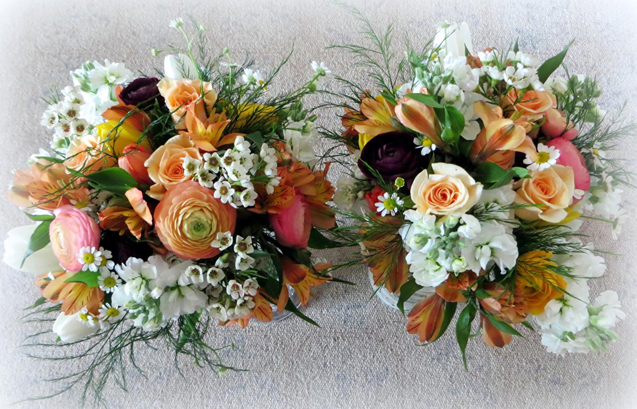 Фото букет две Розы Лютик Цветы Левкой Альстрёмерия Букеты 2 два роза Двое вдвоем цветок Маттиола
