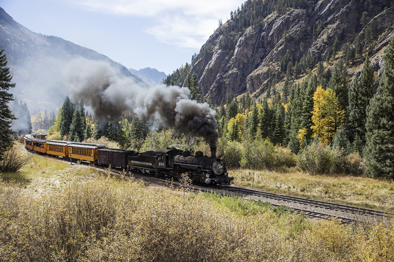 Фотографии гора Ретро Природа Леса Поезда дымит Горы винтаж старинные лес Дым