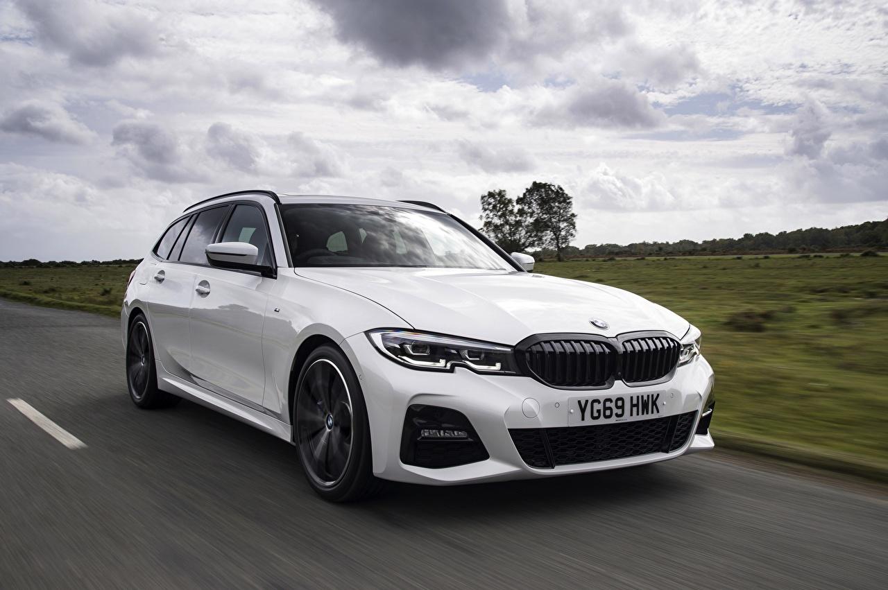 Картинки BMW Универсал G21 3-series 330i Touring белая скорость авто Металлик БМВ белых белые Белый едет едущий едущая Движение машина машины автомобиль Автомобили