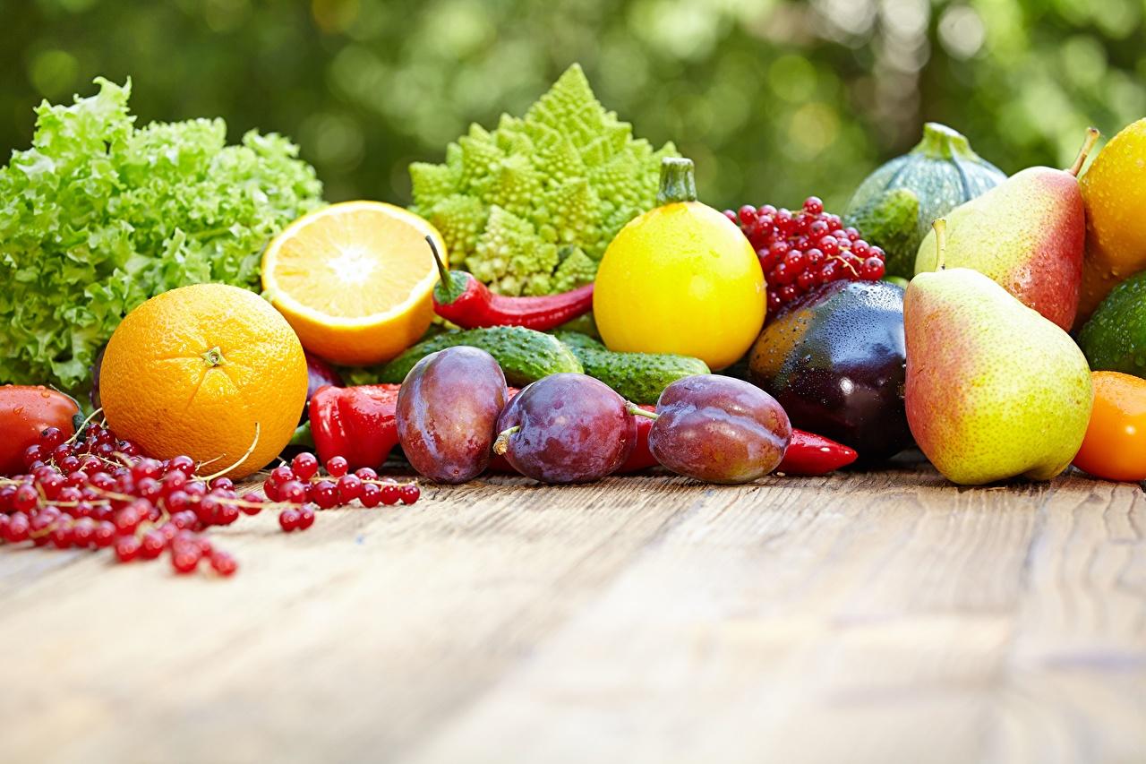 Фотографии Огурцы Апельсин Сливы Груши Смородина Пища Перец Еда перец овощной Продукты питания