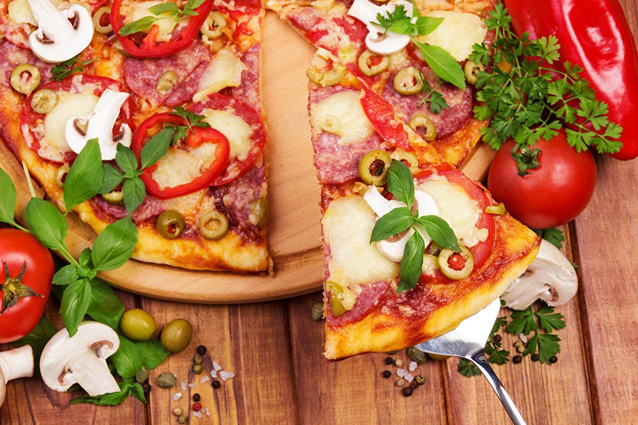 Фотография Продукты питания Пицца Помидоры Грибы Быстрое питание Базилик душистый Крупным планом Еда Пища Томаты Фастфуд вблизи
