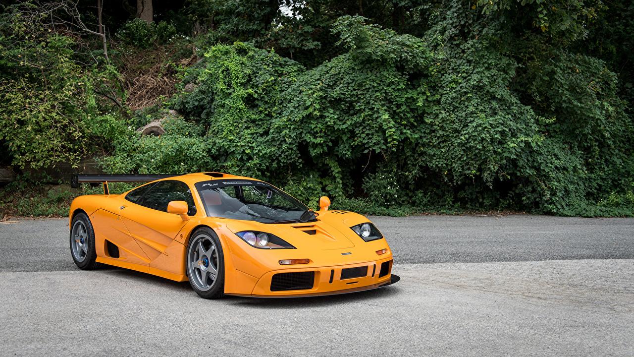 Обои для рабочего стола McLaren 1995 F1 LM XP1 желтые Металлик Автомобили Макларен желтых Желтый желтая авто машина машины автомобиль