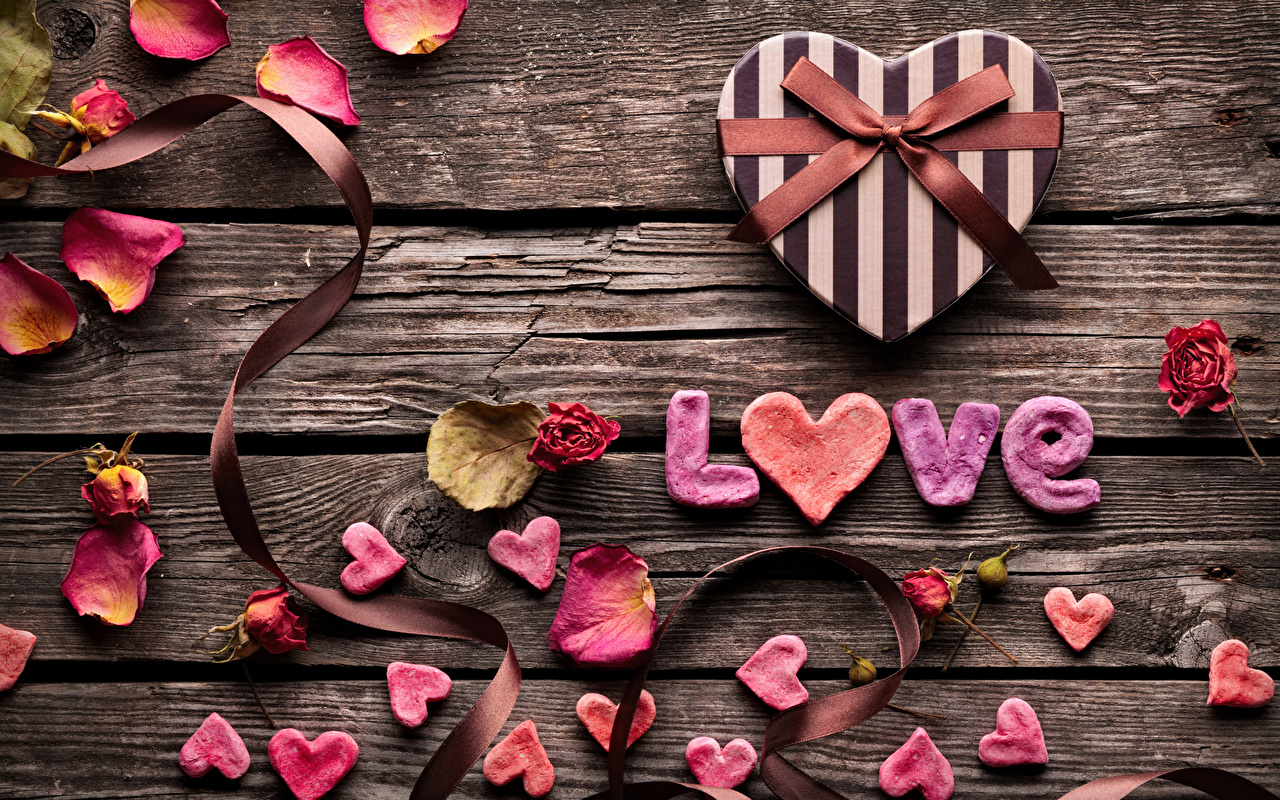 Фото День всех влюблённых инглийские серце Розы Любовь Лепестки подарков бантики Доски День святого Валентина Английский английская Сердце сердца сердечко роза лепестков Подарки подарок бант Бантик