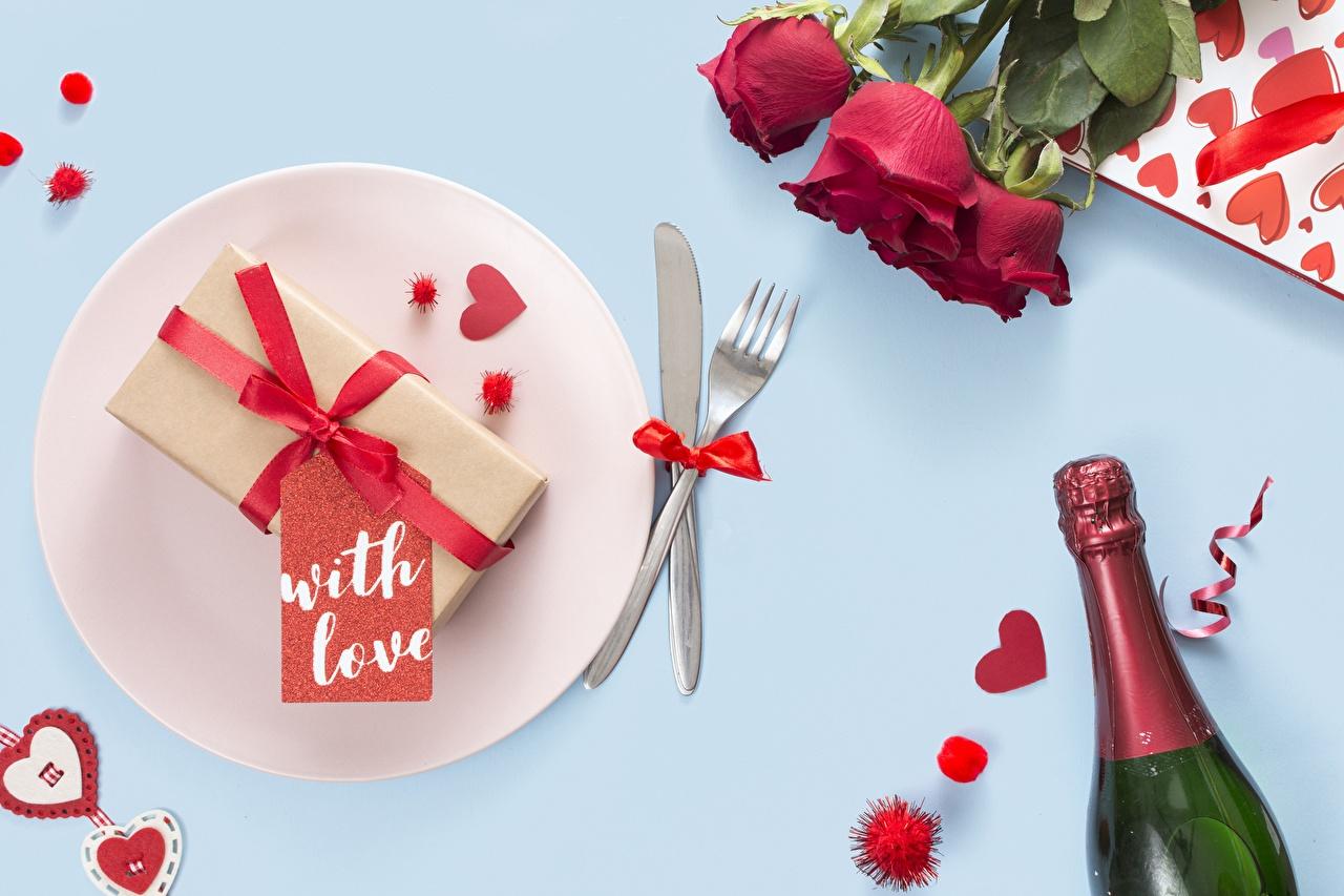 Картинка День всех влюблённых роза Цветы вилки Бутылка Тарелка День святого Валентина Розы цветок бутылки тарелке Вилка столовая