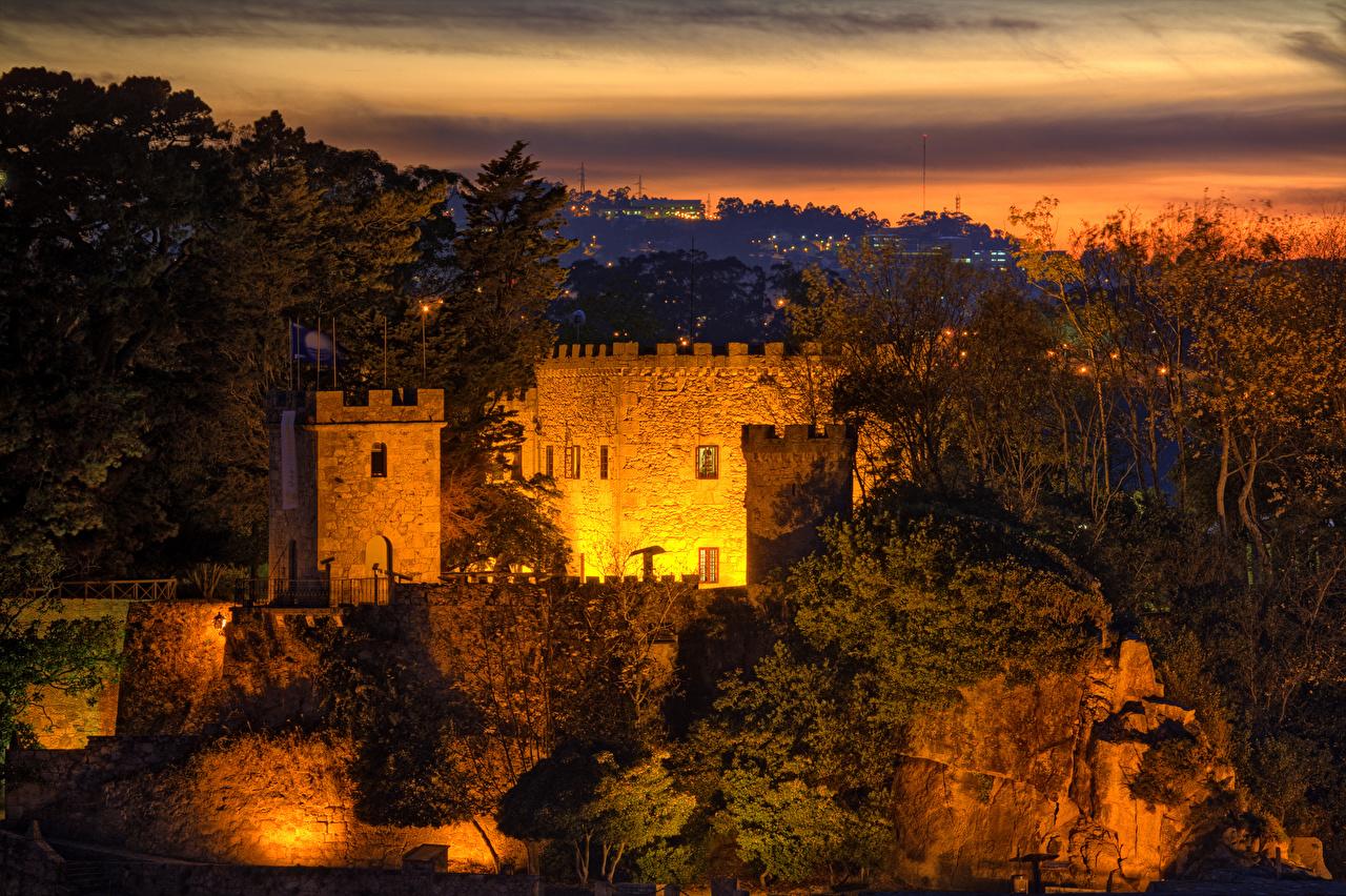 Картинка Испания Porto de Santa Cruz Galicia скалы замок Вечер город Утес Скала скале Замки Города