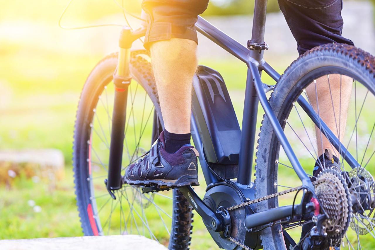 Картинка Велосипед Ноги Крупным планом велосипеды велосипеде ног вблизи