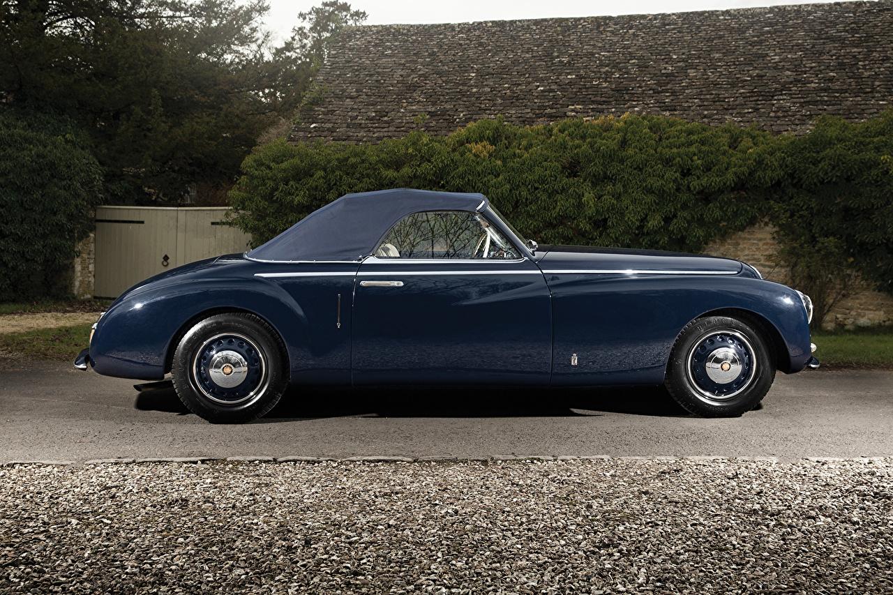 Обои для рабочего стола машина 1947 Bristol 400 Cabriolet Pininfarina Винтаж синяя Сбоку Металлик авто машины автомобиль Автомобили Ретро старинные синих синие Синий